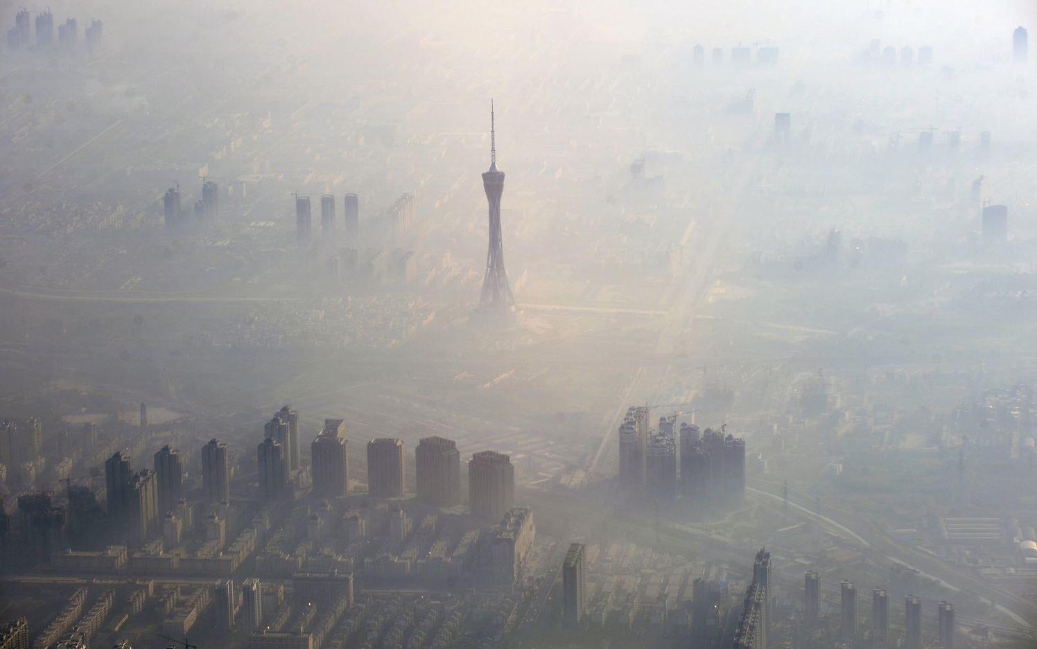 Дымка в г. о. Чжэнчжоу, провинция Хэнань.