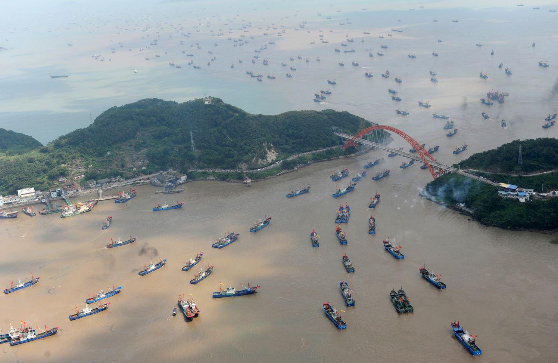Рыбаки в портовом г. Нинбо, пр. Чжэцзян.