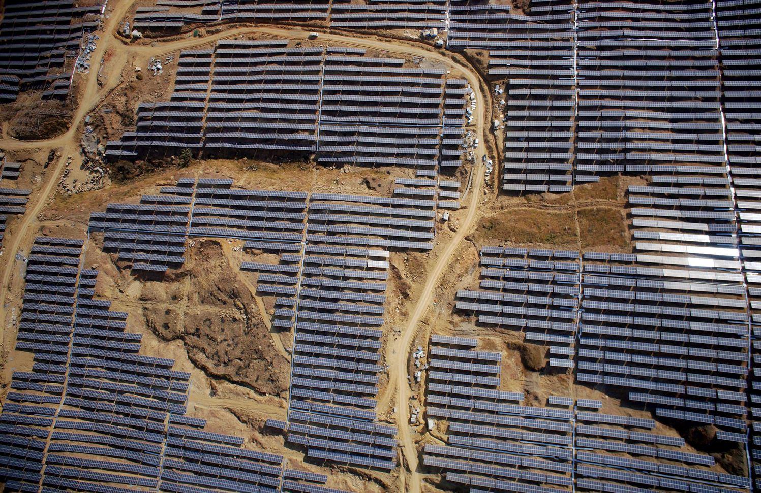 Солнечные батареи на горе Ваньцзяшань в пр. Сычуань.